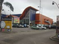 Capsud, centre commercial d'Abidjan. Source: Wikimedia Commons