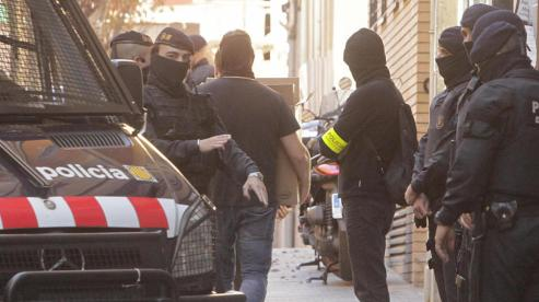 los-mossos-despliegan-una-macroredada-contra-el-menudeo-de-cocaina-y-heroina