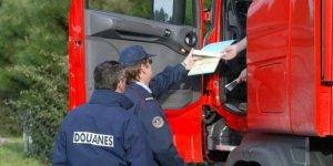 douaniers-avaient-controle-le-poids-lourds-qui_3766395_1000x500